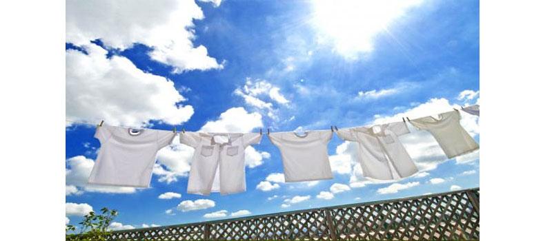 Tốc độ quay vắt mạnh mẽ của máy giặt Aqua AQW-QW80ZT (H) giúp quần áo bạn mau khô hơn