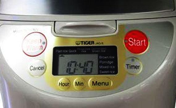 Màn hình LCD của nồi cơm điện Tiger JAG-S18W ngôn ngữ tiếng Anh thông dụng