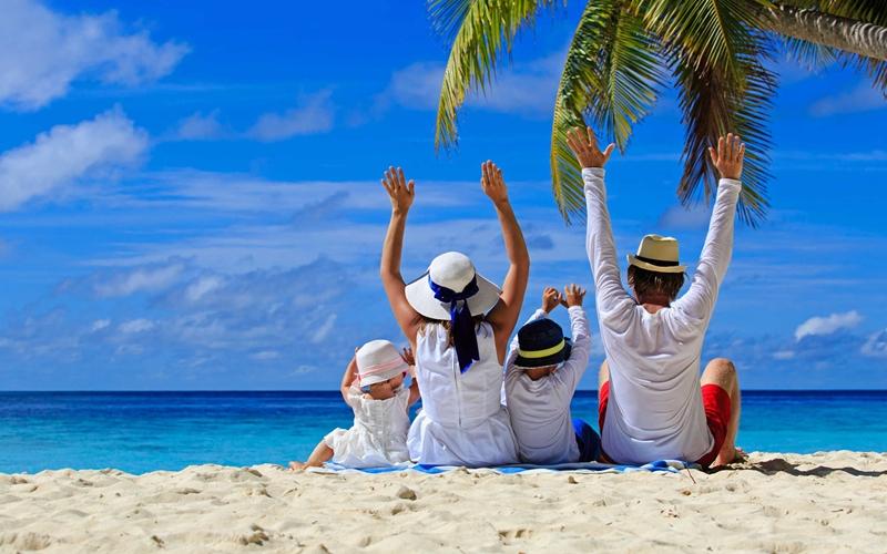 Cả gia đình cùng nhau du lịch thật vui vẻ