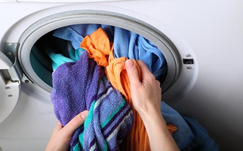 Chỉ giặt vài bộ đồ