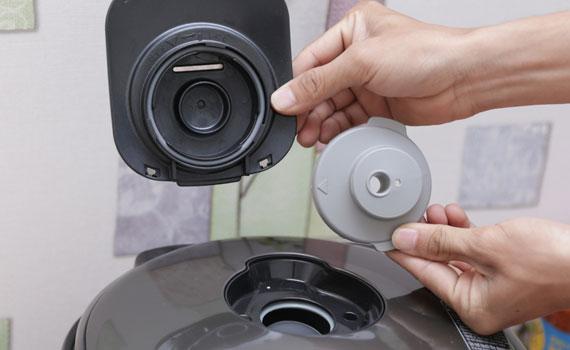 Hệ thống thoát hơi thông minh trên Nồi cơm điện Hitachi RZ-KG18YS giúp cơm không bị nhão
