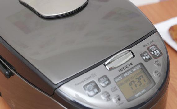 bảng điều khiển Nồi cơm điện Hitachi RZ-KG18YS dễ sử dụng