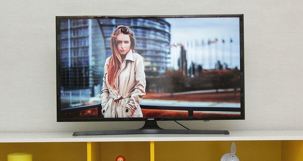Tivi LED Samsung UA40J5200A trang bị màn hình 40