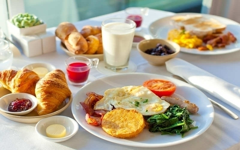 Hãy ăn một bữa sáng thật đầy đủ chất dinh dưỡng và giàu protein