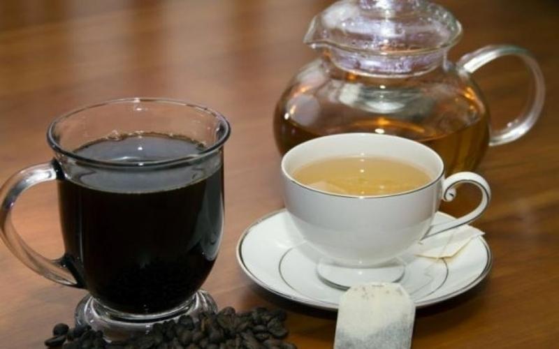 Bạn nên sử dụng trà và cà phê để tỉnh táo hơn cho ngày làm việc dài