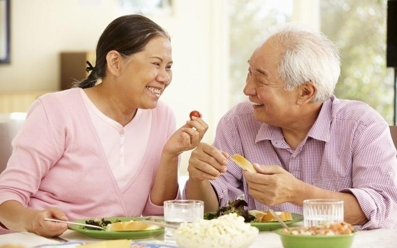 Ăn uống chậm rãi để cảm nhận dạ dày của bạn và no lâu hơn