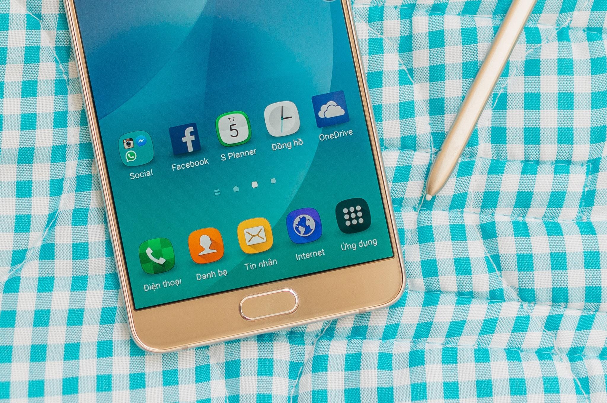 Galaxy Note 5 màn hình sắc nét giá hấp dẫn