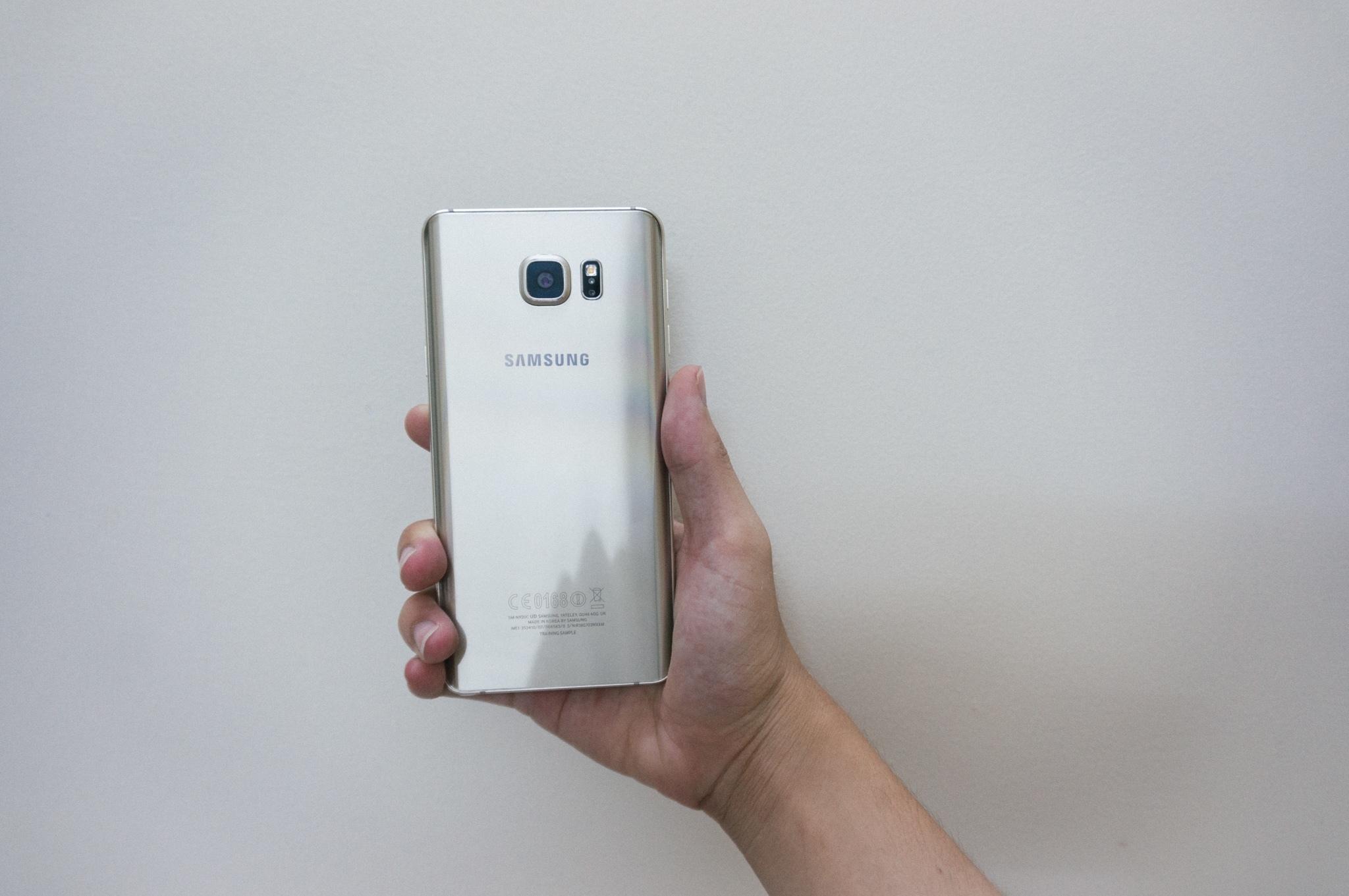 Galaxy Note 5 thiết kế chắc tay