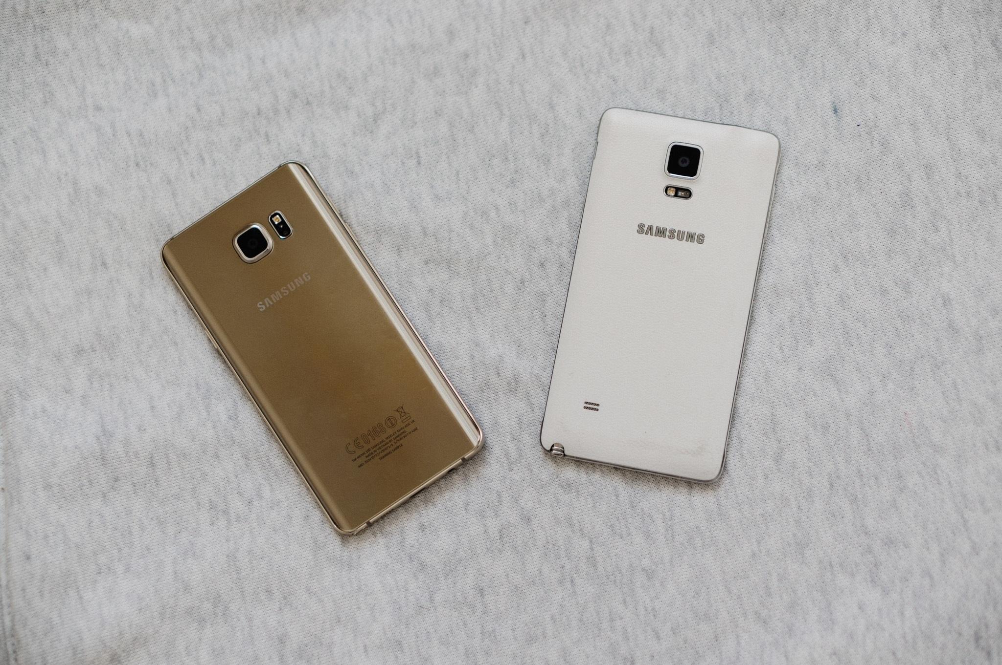 Mặt lưng của Note 4 và Note 5