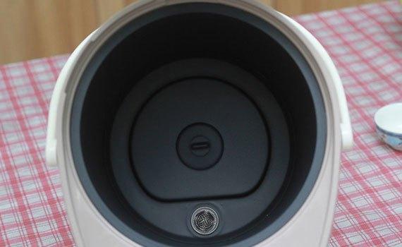 Bình thủy điện Panasonic NC-EG3000CSY có lòng bình chống dính