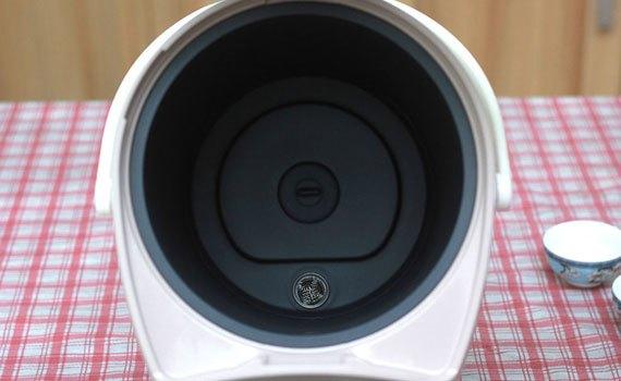 Bình thủy điện Panasonic NC-EG4000CSY có lòng bình chống dính
