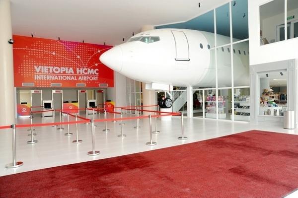 Vietopia - Mô hình thu nhỏ máy bay tại khu vui chơi vietopia giúp trẻ khám phá công việc lái máy bay của các phi công