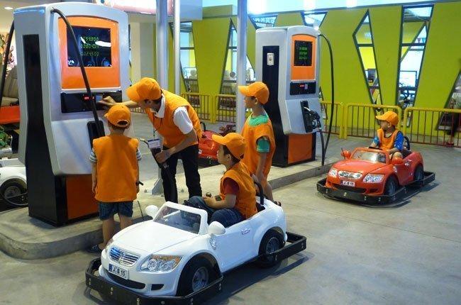 Trải nghiệm đua xe thực tế tại   Khu Vui Chơi Hướng Nghiệp Lớn Nhất Châu Á Vietopia