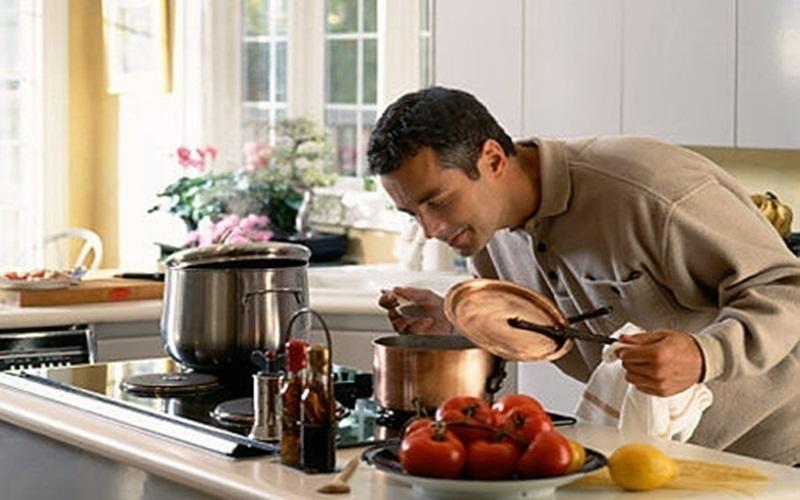 Nên đun lại thức ăn đã bảo quản bằng tủ lạnh trước khi ăn