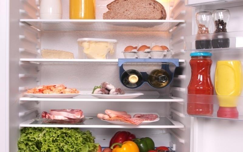 Không được để đồ ăn sống chung với đồ ăn chính trong tủ lạnh
