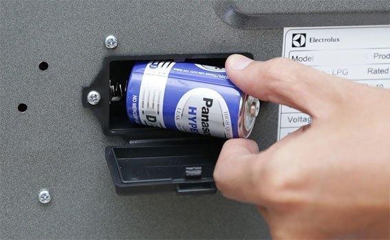 Bếp gas âm Electrolux EGT7526CK trang bị hệ thống đánh lửa bằng pin