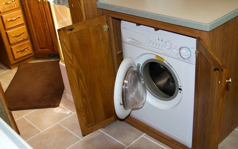 đặt máy giặt ở sâu trong tủ
