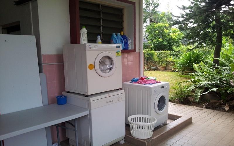 nên làm mái che cho máy giặt khi đặt ở sân phơi đồ
