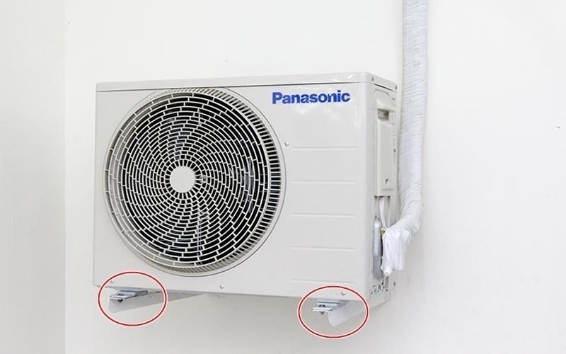 Chân đế ron cao su của máy lạnh bị hỏng gây ra tiếng ồn khi hoạt động