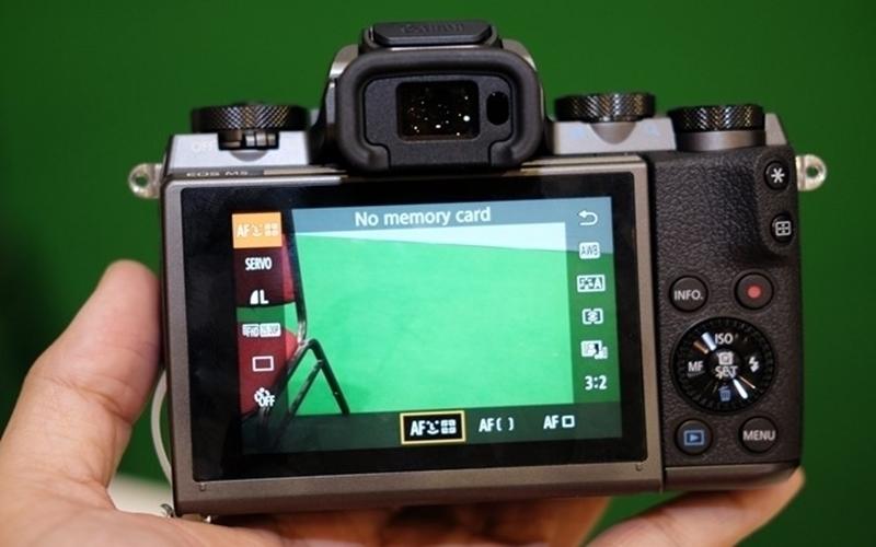 Lấy nét nhanh cả khi sử dụng chức năng touch LCD