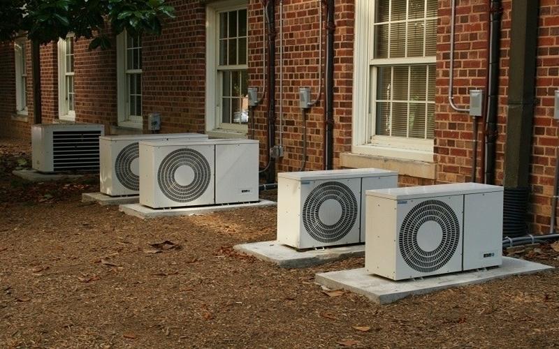 Dàn nóng nhà bạn nên được đặt ở nơi thoáng mát, dễ lắp đặt và bảo trì