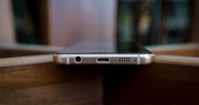 Điện thoại Samsung Galaxy A3 2016 gọn gàng, cầm chắc tay