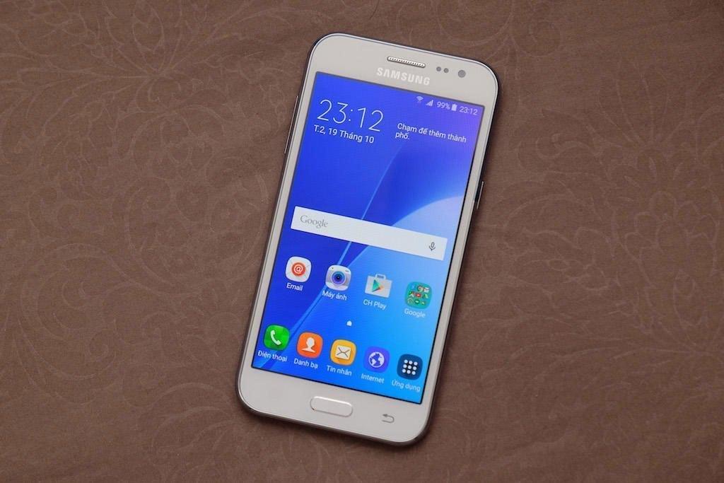 Điện thoại Samsung Galaxy J2 trang bị kết nối 3G, 4G tốc độ cao
