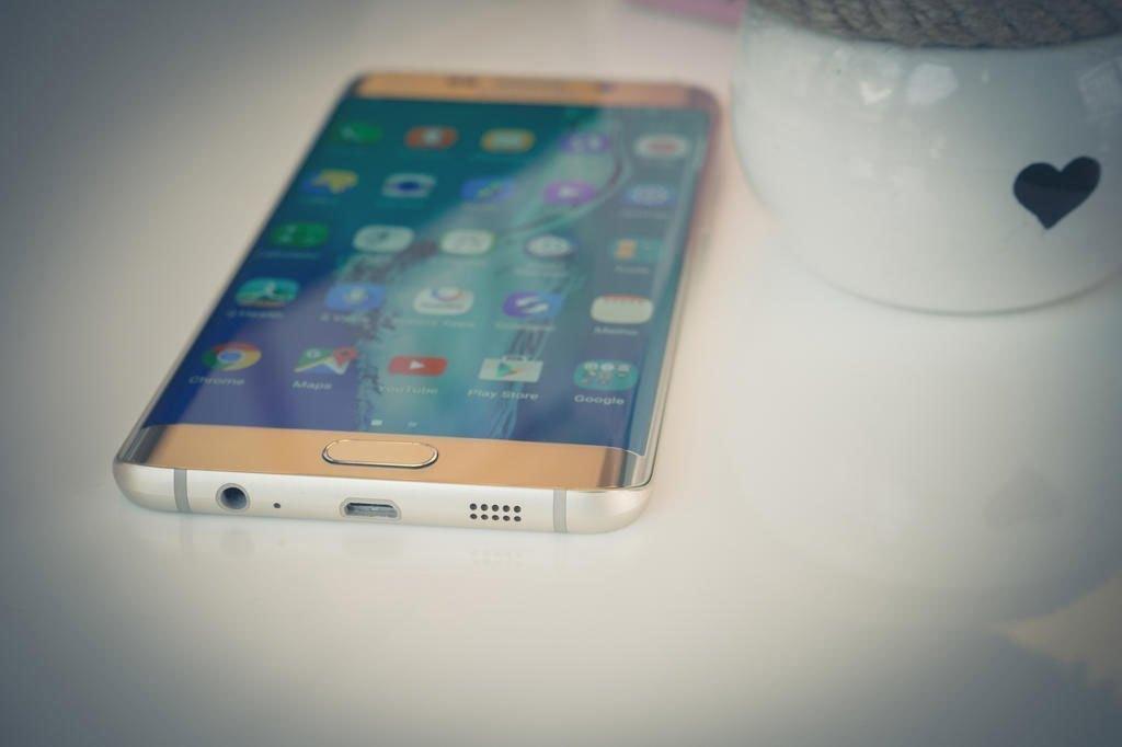 Điện thoại Samsung Galaxy S6 Edge Plus gia công tinh xảo