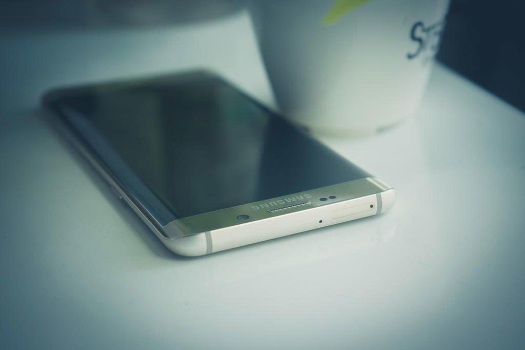 Điện thoại Samsung Galaxy S6 Edge Plus làm toát lên sự đẳng cấp