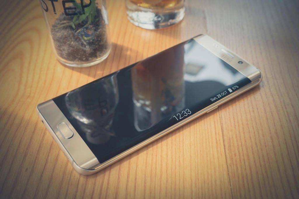 Điện thoại Samsung Galaxy S6 Edge Plus với đường cong hoàn hảo