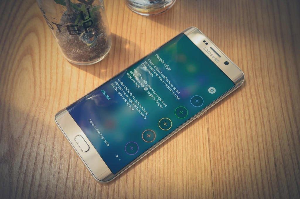 Điện thoại Samsung Galaxy S6 Edge Plus thiết kế đầy sang trọng, hiện đại