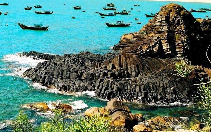 Gành đá dĩa tự nhiên ở Bình Định