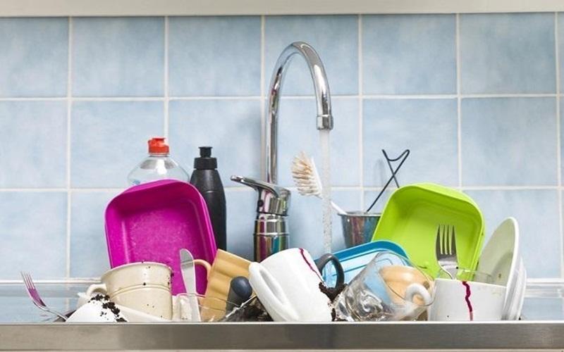 Để dao hoặc vật nhọn chung với đồ dùng nhà bếp sẽ gây thương tích cho bạn