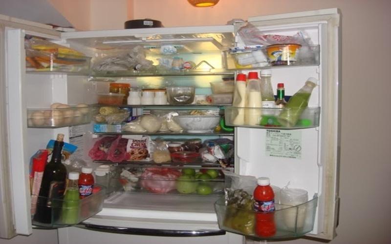 Không nên nhòi nhét quá nhiều thực phẩm trong tủ lạnh