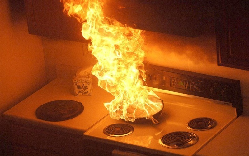 Dùng nước dập lửa trong trường hợp này sẽ gây hỏa hoạn lớn hơn nữa rất nguy hiểm