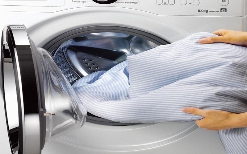 Quần áo không còn mùi thuốc lá khi giặt chung với giấm, tiện lợi cho gia đình có em bé mà bố thì nghiện thuốc