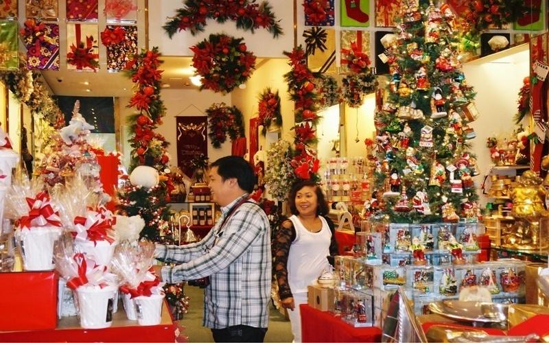Cửa hàng bán đồ trang trí ở phố Hải Thượng Lãn Ông