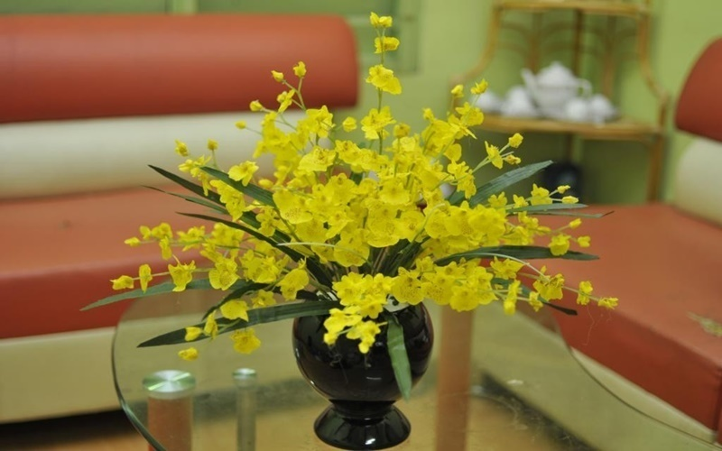 Khi chưng hoa bạn nên cho thêm chút giấm cho hoa tươi lâu