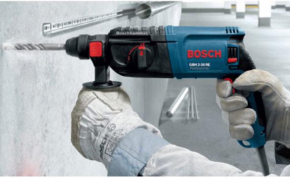Máy khoan búa Bosch GBH 2-18 RE khoan trên nhiểu chất liệu