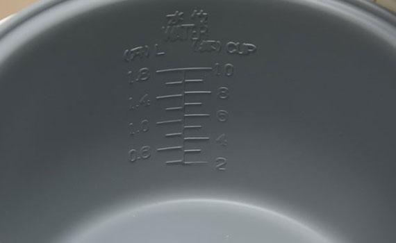 Nồi cơm điện Cookin KCJ-07R có lớp men chống dính