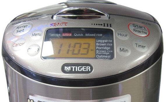 Nồi cơm điện Tiger JKT-S10W có bảng điều khiển thông minh