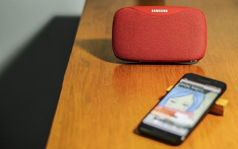 Đàm thoại trực tiếp trên loa Samsung Level Box Slim vô cùng độc đáo