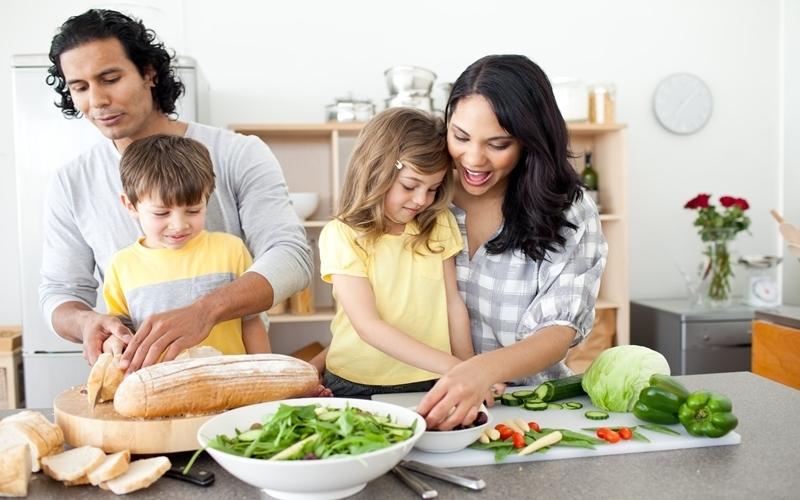 """Khu vực nhà bếp không còn là """"khu cấm địa"""" đối với bé con nhà bạn"""