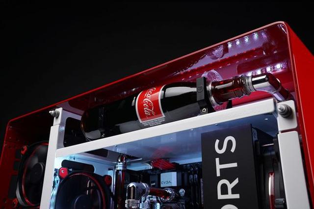 """Ngắm bộ máy tính """"chất lừ"""" dùng Coca Cola làm tản nhiệt"""