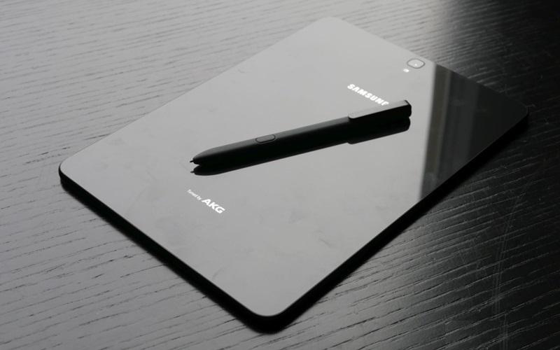 Mặt kính sau của Samsung Galaxy Tab S3 sáng như gương