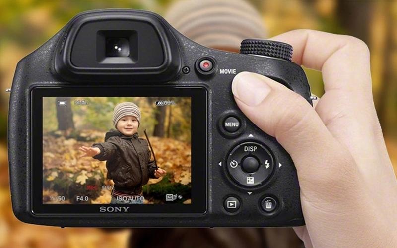 Máy ảnh du lịch với bức ảnh rõ từng chi tiết