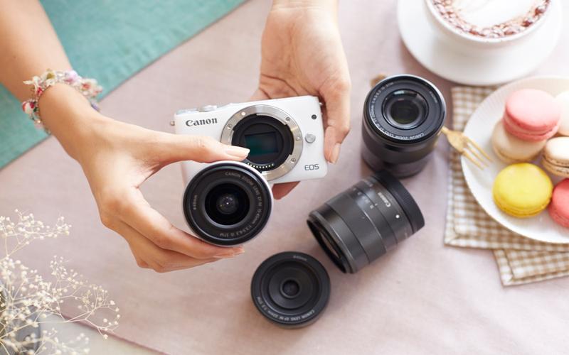 Thay đổi ống kính linh hoạt với máy ảnh mirroless của Canon