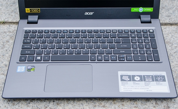 Máy tính xách tay Acer V5-591G trang bị bàn phím cực êm