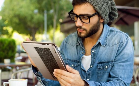 Máy tính xách tay ASUS VivoBook Flip TP501UA trang bị bàn phím backlit