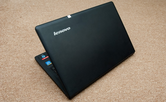 Máy tính xách tay Lenovo Ideapad 300 thiết kế đẹp mắt